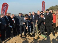 La familia Pont planta 50 hectáreas de pistacho y contagia su ilusión a los nuevos regantes de Lleida