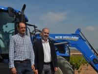Bodegas Torres apuesta por el tractor de metano en su compromiso por la sostenibilidad