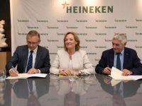 La Junta de Andalucía y Heineken estudiarán un cultivo combinado de cebada con olivar