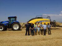 New Holland BigBaler 1290 Plus, empacando en condiciones de extrema sequía
