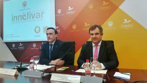 Convenio Innolivar: José C. Gómez Villamandos, rector de la UCO (izda.), y Juan María Vázquez, secretario gral. de Ciencia e Innovación (dcha.)