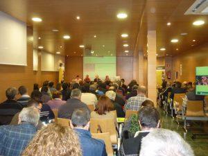 Agricultores de la comarca del Urgell, en una jornada sobre prosucción de pistachos.