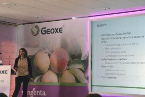 Victoria San Andrés explicando las características de Geoxe.