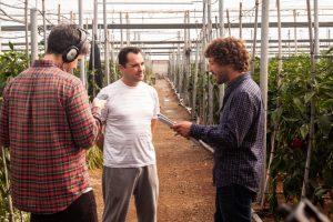 Francisco González, agricultor, junto a Francisco Martín, director técnico de Nostoc Biotech
